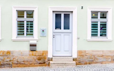 Hauseingang Praxis für Osteopathie & Naturheilkunde